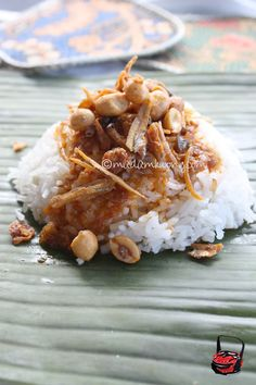 Nasi Lemak Kampung Style Wrapping {esp. the coconut rice which would be delicious with a peanut based sauce}