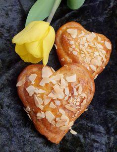 lavkarbomedhanne – Kyllingsuppen som får gjestene til å si mmmmmm. Cottage Cheese, Milkshake, Mozzarella, Food And Drink, Bread, Keto, Recipes, Smoothie, Brot