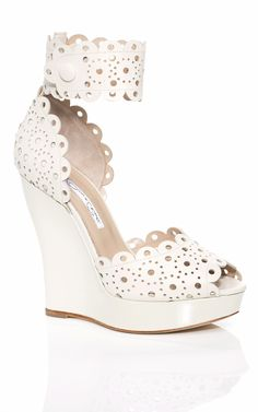 An eyelet white wedge by Oscar de la Renta - the ultimate in comfort and style! #wedding #shoes