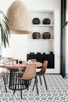 If DIY is not your thing you're going to love using tile stickers. No brushes, no paint, no technical ability required. Just peel & stick your way to a beautiful new room. Black and white doesn't have to be boring. This Morrocan pattern is super trendy and a cool spin on the classic.