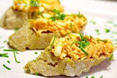 Na jemno nastrouhaná mrkev promíchaná s česnekem, vejci, sýrem a smetanou.