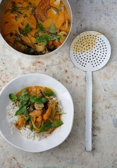 Thai red curry with basil Vegetarian Recipes, Cooking Recipes, Potato Rice, Polenta, Going Vegan, Soups And Stews, Asian Recipes, Thai Red Curry, Basil