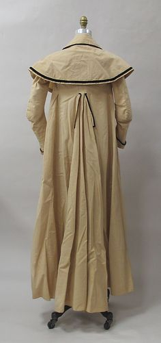 Pelisse trimmed in black velvet, c 1790 (back)