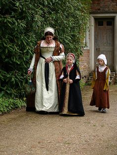 Kentwell Hall-Gentlewoman, and children, showing the difference in dress of the upper class, and lower class.
