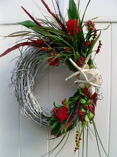 Close Close Gardner Edwards perfect Florida Christmas wreath.