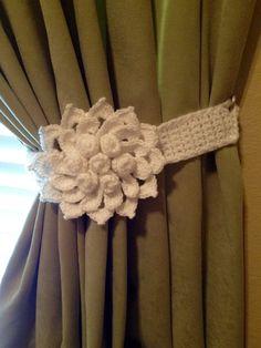 Crochet curtain Tieback - 1 pair of white flower tiebacks by JinesCrafts on Etsy