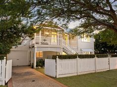 Stunning Sunday: The Queenslander - Modern Weatherboard House, Queenslander, Exterior Paint Combinations, Exterior Colors, Sustainable Building Materials, Raised House, Front Stairs, White Picket Fence, Picket Fences