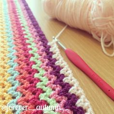 V stitch crochet. No pattern. It looks like double crochet (DC), chain (CH) 1 or DC. V Stitch Crochet, Mode Crochet, Knit Or Crochet, Learn To Crochet, Crochet Crafts, Crochet Projects, Double Crochet, Crochet Afghans, Crochet Blankets