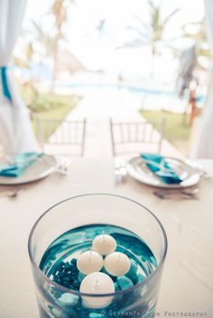 Guest table decor ♥| Marine wedding| Floating candles centerpieces| Venue Kukua Punta Cana| Photo by German Paz Photography