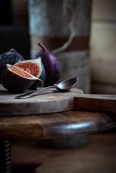 Feigen Food Fotografie. TIPPS FÜR RUSTIKALE & STIMMUNGSVOLLE FOOD FOTOGRAFIE UND LIGHTROOM PRESETS Mehr auf http://nutsandblueberries.de/tipps-fuer-rustikale-stimmungsvolle-food-fotografie-und-lightroom-presets/