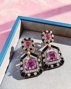 Online now: Kunzite, black enamel, and diamond earrings. The perfect colorful gift from David Webb. 🖤💗🖤 David Webb, Black Enamel, 18k Gold, Diamond Cuts, Bracelet Watch, Diamond Earrings, Sapphire, Jewels, Bracelets