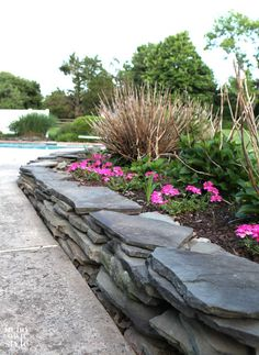 DIY Fieldstone Garden Wall Add drama and style to your garden with this garden wall tutorial # Slate Garden, Garden Edging, Garden Beds, Front Yard Landscaping, Backyard Landscaping, Landscaping Ideas, Landscaping Borders, Landscape Walls, Landscape Design