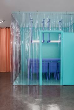 Masquespacio evokes a playful experimental-lab vibe with the colour-blocked interior of Doctor Manzana, a smartphone repair shop.