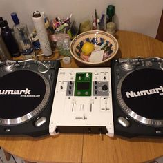 Decks in the kitchen just like Grandmaster Flash. #turntables #turntablism #vinyl #numark #numarkttx #korg #km202 #korgkm202 #cutting #scratching #wildstyle #grandmasterflash by paknava http://ift.tt/1HNGVsC