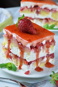 Strawberry Icebox Shortcake Strawberry Icebox Shortcake is delicious twist on two classic spring and summer treats with fresh strawberries: Strawberry Shortcake and Strawberry Icebox Cake Strawberry Icebox Cake, Strawberry Desserts, Summer Desserts, No Bake Desserts, Easy Desserts, Delicious Desserts, Dessert Recipes, Summer Treats, Icebox Desserts