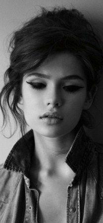 How to Apply 60s Eye Makeup - Renewed Style