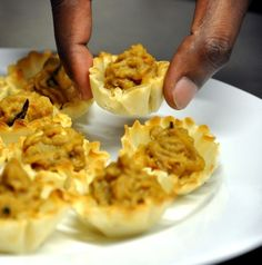 Shuchi Mittal serves up these delicious lentil filled phyllo cups with a crunch on the top. Get this great lentil recipe on Honest Cooking. Lentil Recipes, Savoury Recipes, Pastry Recipes, Vegetarian Recipes, Vegetarian Finger Food, Phyllo Cups, Filo Pastry, Tasty, Yummy Food