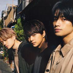 画像に含まれている可能性があるもの:3人、クローズアップ、屋外 Japanese, Guys, Sexy, Idol, Japanese Language, Boys, Men