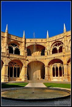 Detalles Claustro del Monasterio de los Jerónimos. Lisbon  Portugal