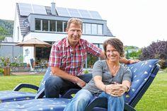 Stefanie und Bernd Figgen vor ihrem Einfamilienhaus von Becker-Haus.