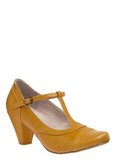 Just Like Honey Heel.  If only I wore heels.  Love this color and vintage style!