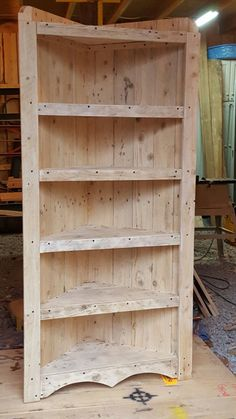 Use your DIY abilities to develop your very own dining room chair, lounger, or a colorful perch for the youngsters Bedroom Furniture Redo, Corner Furniture, Diy Pallet Furniture, Diy Pallet Projects, Wood Furniture, Wood Corner Shelves, Corner Bookshelves, Pallet Shelves, Corner Shelf