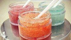 Скраб — отличное средство для отшелушивания омертвевших клеток кожи. Обновление кожи делает её нежной и гладкой, что так необходимо каждой девушке. В этой статье мы расскажем вам как можно приготовить скраб в домашних условиях, сэкономив на таком важном косметическом продукте. Ингредиенты: — 2 стакана сахара (или соли) — ½ стакана твоего любимого геля для душа …