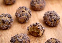 We are a huge fan of these chocolate and peanut butter protein balls! All you need is 5 ingredients and 5 minutes to make these tasty and healthy high-protein snacks. Store them at your desk or eat a few before or after your workout for healthy fuel and energy.