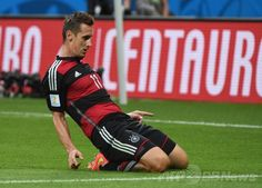 サッカーW杯ブラジル大会(2014 World Cup)準決勝、ブラジル対ドイツ。ゴールを決めて喜ぶドイツのミロスラフ・クローゼ(Miroslav Klose、2014年7月8日撮影)。(c)AFP/PEDRO UGARTE ▼9Jul2014AFP|クローゼ、ブラジル戦でW杯最多得点記録を更新 http://www.afpbb.com/articles/-/3020034 #Brazil2014 #Brazil_Germany_semifinal #Miroslav_Klose