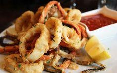 Calamari Fritti - Il colore ben dorato della pastella con cui sono ricoperti questi calamari vi permetterà di servire un secondo piatto buono, semplice e gustoso. Pesce fresco e buoni odori gli ingredienti fondamentali per questo piatto dai colori forti e dal gusto inimitabile.