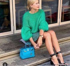 The beautiful woman. Knitting Paterns, Knitting Designs, Hand Knitting, Knit Fashion, Sweater Fashion, Fashion Outfits, Pullover Mode, Big Knits, Angora