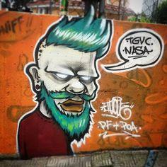 Mais um trampo que fiz lá no 2 Encontro de Graffiti Independente em POA. Salve aos envolvidos e aos meus manos que eu encontrei depois de milianos, tipo o Kuca, Holie, Viana, Eros, Bob, Mikael, entre outros e por ter conhecido outros tantos tipo o Paulo Ito e Vespa. Satisfação total.  #graffiti #grafite #artederua #arteurbana #streetart #urbanart #graffitiindependente #portoalegre #passofundo #greenhair #nasarap #tagvillecrew #iugue