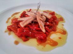 Ensalada de pimientos del bierzo con ventresca de bonito, aliñada con aceite de oliva Arbequina. Todo con podructos Gastroclub