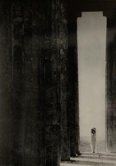 Edward Steichen - Isadora Duncan at the Portal of the Parthenon, Athens (1921)