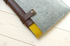 """New. LAPTOP CLASSIC CASE in grey and yellow. 13"""" Air / Pro /Retina. Woolfelt and Leather straps."""