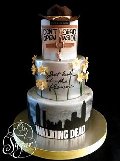 The Walking Dead Cake. Love the bottom layer. Bolo The Walking Dead, Walking Dead Zombies, Cupcakes, Cupcake Cakes, Anniversaire Walking Dead, Bolo Halloween, Fancy Cakes, Crazy Cakes, Creative Cakes