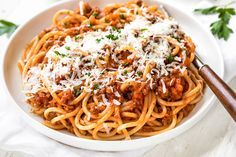 A rich, hearty bowl of this spaghetti bolognese prepared with ground beef and other classic ingredients is nourishment for both the body and soul! Best Spaghetti, Homemade Spaghetti, Homemade Pasta, Spaghetti Bolognese, Spaghetti Sauce, Sauce Recipes, Pasta Recipes, Spaghetti Recipes, Noodle Recipes