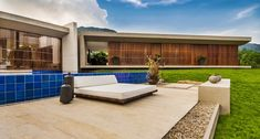 Architecture, Deluxe Patio Decoration Design With Outdoor Pool And Grass Courtyard Added Sunbathing Place The Spectscular House At Hilly Con. Modern Exterior, Interior Exterior, Exterior Design, Outdoor Pool, Outdoor Spaces, Exterior Wall Cladding, Contemporary Building, Modern Mansion, Modern Houses