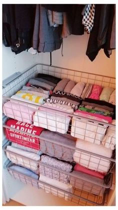 Room Ideas Bedroom, Small Room Bedroom, Closet Bedroom, Tiny Bedrooms, Bed In Closet, Small Bedroom Ideas For Teens, Small Teen Room, Small Bedroom Hacks, Small Apartment Hacks
