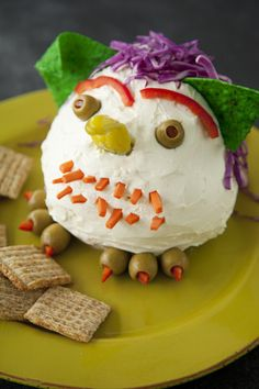 Paula Deen Cheese Ball Goblin Luv this.did it last year with the kids. Halloween Food Crafts, Halloween Appetizers, Yummy Appetizers, Halloween Treats, Appetizer Recipes, Halloween Party, Haunted Halloween, Halloween Foods, Whimsical Halloween