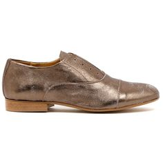 VIVIENNES by BELTRAMI. Embrace the manstyling! Crafted from Italian leather with a distressed metallic finish, this shoe is a satisfying addition to your transeasonal wardrobe. An autumn/winter essential. Easily mixed with classics and on trend pieces this winter, is your choice cigar cut pants or a wrap around dress. Made In Italy. Leather upper, leather lining. 2cm heel. Manmade sole.