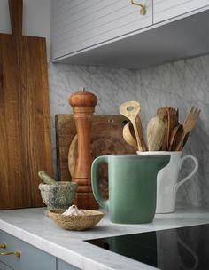 Still life in a kitchen with cabinet doors from Superfront Kitchen Doors, New Kitchen, Ikea Kitchen Inspiration, Kitchen Ideas, Kitchen Furniture, Furniture Design, Marketing Direct, Cuisines Design, Apartment Kitchen