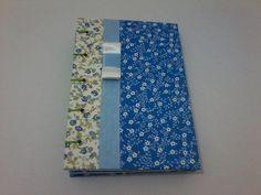 Caderno Artístico costurado à mão;  Medida 14,5 x 21 cm;  Capa dura feita em tecido, fita de cetim com laço chanel; R$ 24,30