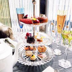 { Tea Time! }  Entre um desfile e outro chá da tarde (dos deuses!) no @baccarathotels  Cada dia que passa fico mais encantada com cada detalhe desse hotel!  #baccarathotelny #nyfw #fhitsny @fhits