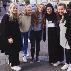 Vilde, Noora, Eva, Sana, Chris