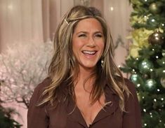 """Jennifer was on Howard Stern talking about her dating life and what she hates about dating! Jennifer Aniston Reveals Her Relationship Status and What She """"Hates"""" About Dating Jennifer Aniston Pictures, Jenifer Aniston, Celebrity Gossip, Celebrity News, Rachel Green Style, Howard Stern Show, Kaitlyn Bristowe, Ross And Rachel, Ross Geller"""