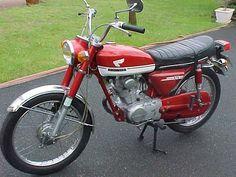 Honda 125, Vintage Honda Motorcycles, Cars And Motorcycles, Japanese Motorcycle, Scrambler Motorcycle, Sport Bikes, Custom Bikes, Vintage Japanese, Ford Mustang
