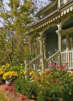 what a lovely porch . . .coming home to this every evening after work would be nice:)