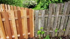 How to Restore a Faded Wood Fence - Zaun Ideen Staining Wood Fence, Old Fence Wood, Rustic Fence, Concrete Fence, Cedar Fence, Bamboo Fence, Fence Stain, Rustic Wood, Painted Wood Fence