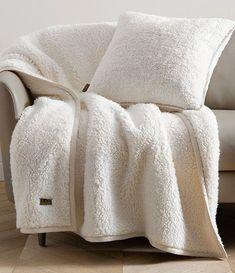 Cozy Room, Cozy Bed, Waffle Blanket, Fuzzy Blanket, Modern Rustic Homes, Home Room Design, Kitchen Design, Apartment Furniture, Fleece Throw
